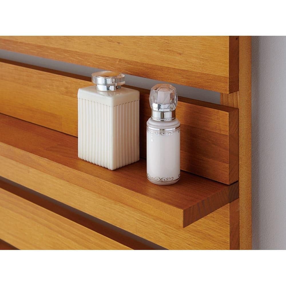 パイン天然木突っ張り式 デコレーション壁面ラック 幅45cm 可動棚は板の隙間ならお好きな位置にセット可能。ディスプレイの楽しみが広がります。※商品設置時に位置を決めてください。棚板位置を変更する場合は、本体をはずした状態で行います。