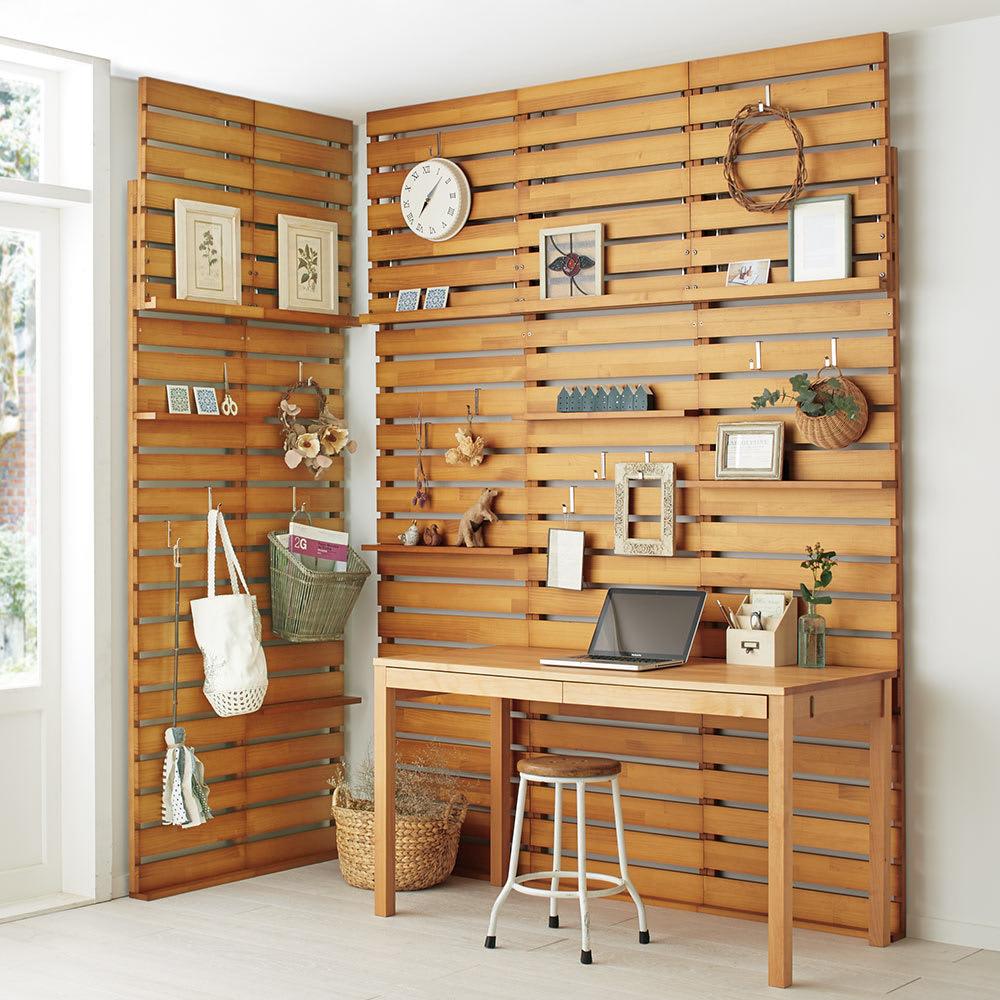 パイン天然木突っ張り式 デコレーション壁面ラック 幅60cm (イ)ナチュラル ※写真は幅45cmを2台、幅60cmタイプを3台使用しています。