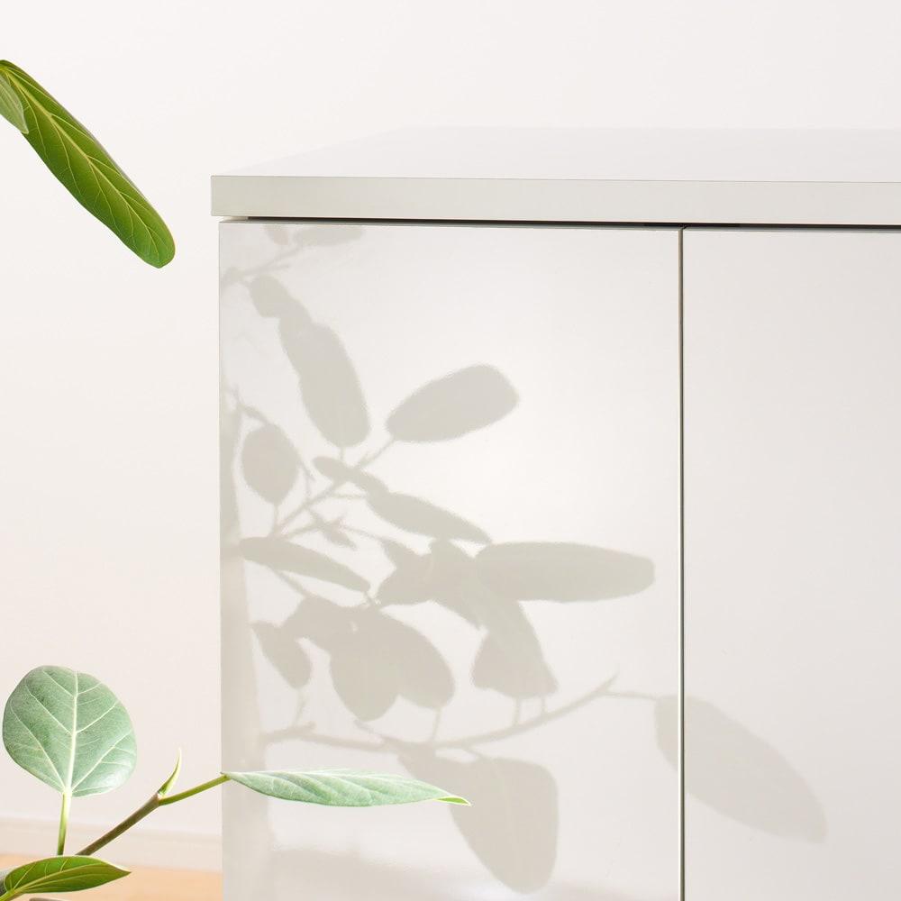 すっきりパソコン収納シリーズ 扉タイプ 幅89.5cm 美しい輝きが持続するのもポリエステル化粧板の特徴