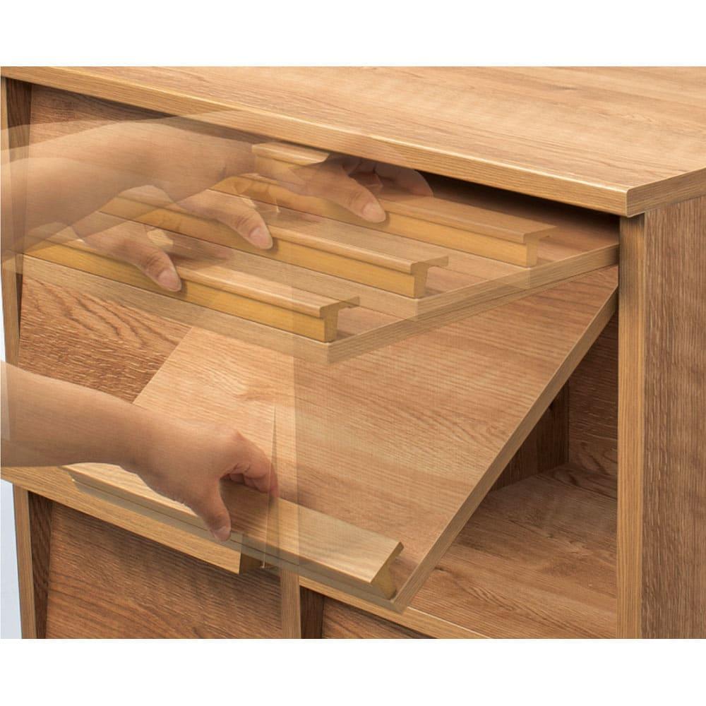 天然木調 ディスプレイラックシリーズ 2列2段 フラップ扉はスムーズに開閉。取り外しも可能。
