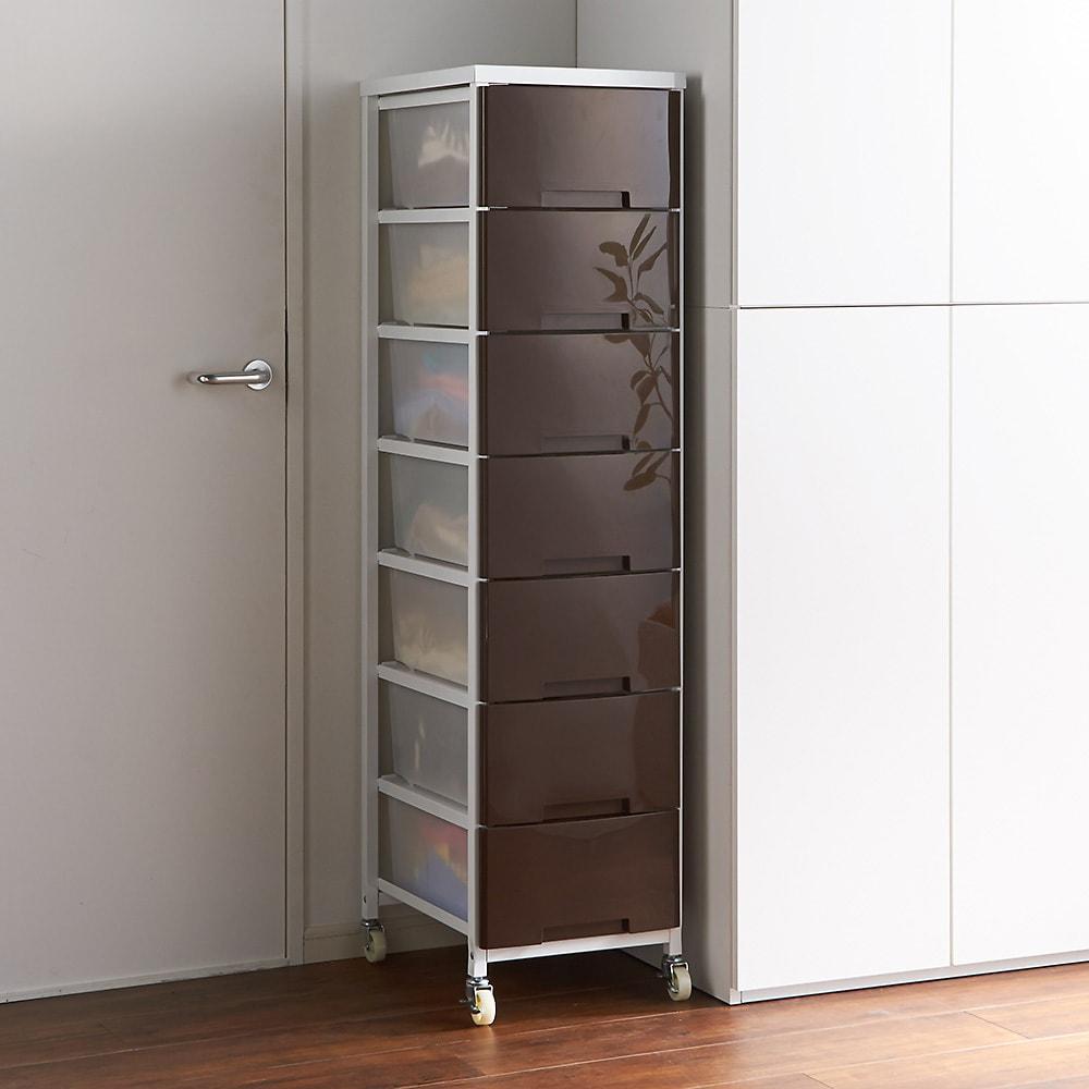 家族の衣類を一括収納 大量収納タワーチェスト 1列・7段タイプ (ア)ブラウン(光沢) 省スペースを効率的に活用できる1例タイプ。季節の衣類や洗面所のタオル収納としてもおすすめです。