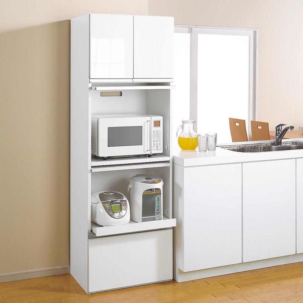 組立不要!家電を隠せるキッチン収納シリーズ レンジラック幅78cm (イ)ホワイト 光沢の美しいポリエステル化粧合板。水・汚れに強くお手入れも簡単です。 ※写真は幅59.5cmタイプです。