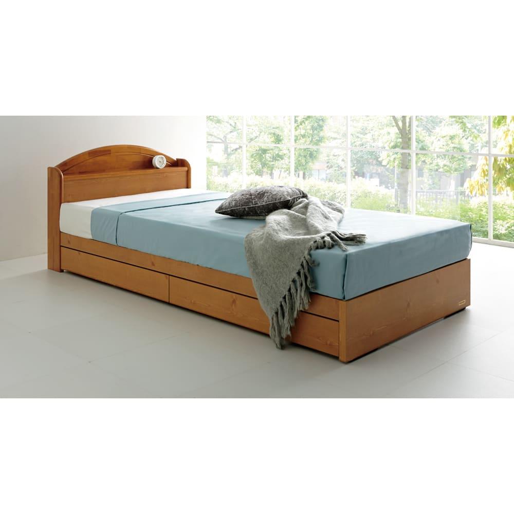 France Bed/フランスベッド 天然木棚付き引き出しベッド マルチラススーパースプリングマットレス付き 使用イメージ(イ)ナチュラル  ※写真はセミダブルです。