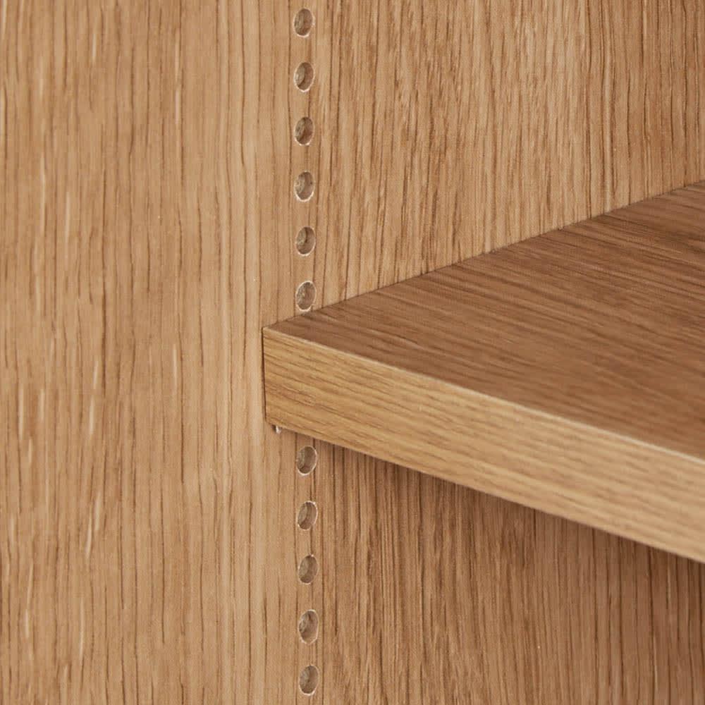 コンセント付き引き戸カウンター下収納庫 幅118cm奥行35cm 棚は1cm間隔で高さを調節できます。
