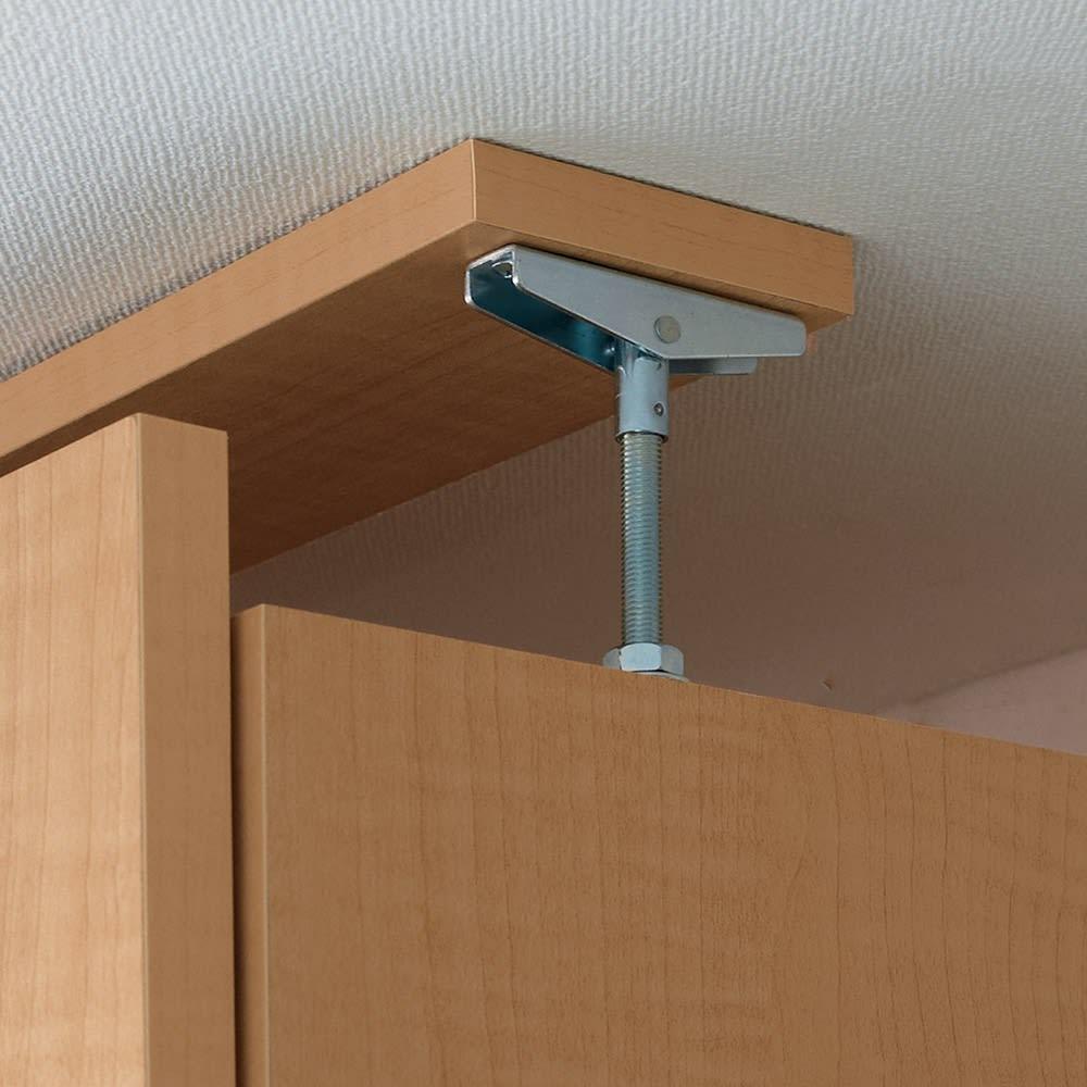 日用品もしまえる頑丈段違い書棚 ヴィンテージ木目調タイプ 書棚 幅60cm 上置きは天井突っ張り式で安定。