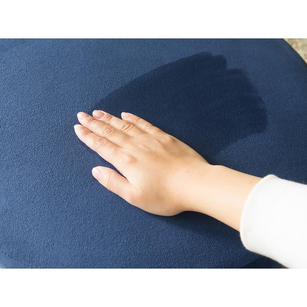 座り心地に自信あり!色が選べる低反発クッション ポリエステル100%の肌触りのよいスエード調生地です。