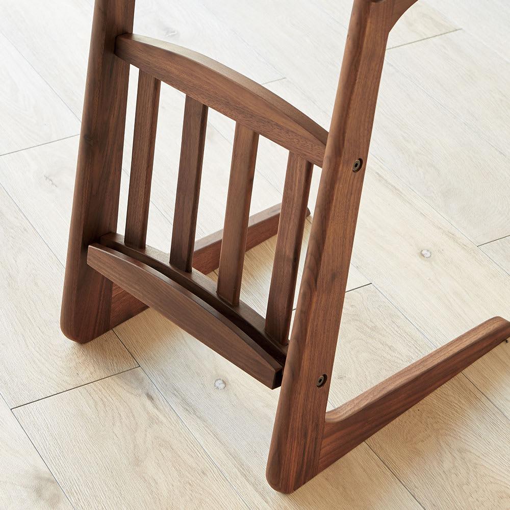 カフェ風天然木ソファサイドテーブル 幅55cm マガジンラック付きで、雑誌や新聞のちょい置きに便利。