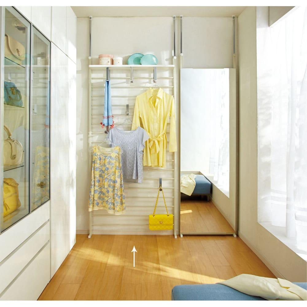 薄型突っ張りブティックハンガーラック ハイタイプ  幅95cm (ア)ホワイト お部屋のデッドスペースがおしゃれな収納空間になります。※お届けはハンガー幅95cm・ハイタイプです。