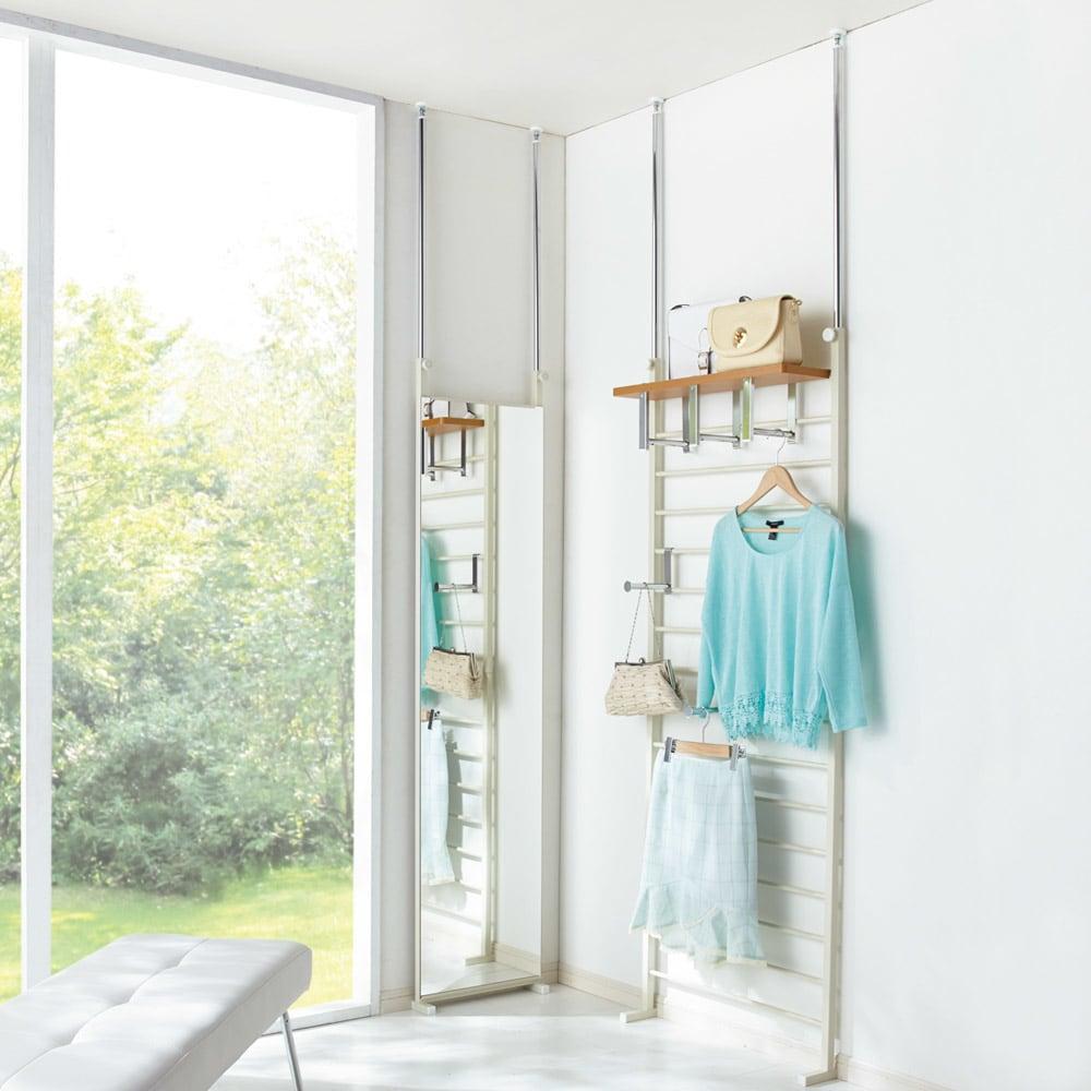 薄型突っ張りブティックハンガーラック ロータイプ  幅65cm コーディネート例(イ)ナチュラル お部屋のコーナーを使ってもおしゃれな収納空間になります。