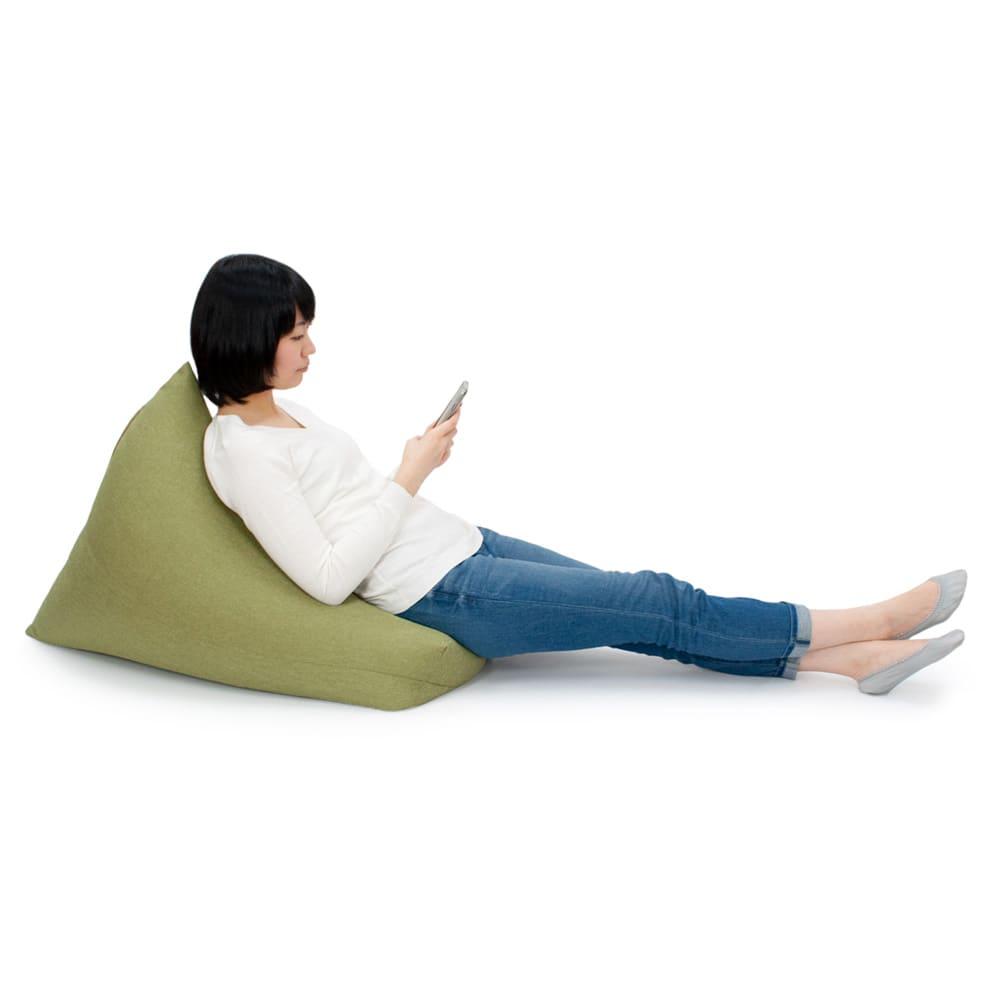 しっかり座れるコンパクトビーズクッション ビーズだけのクッションとは異なる独特のクッション性があり、優れた衝撃吸収性も発揮。フレキシブルで使い方は自由自在です。