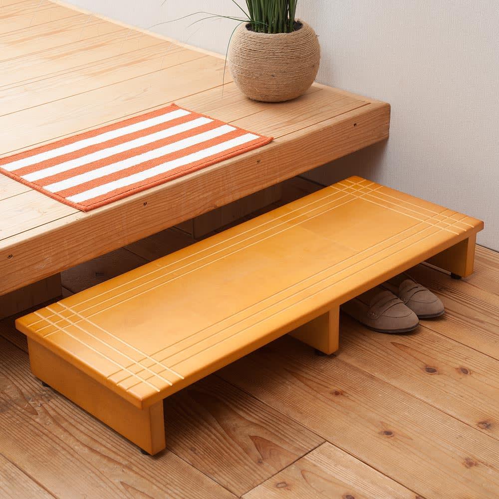 天然木玄関ふみ台幅60cm 踏み台の下のスペースに靴を収納できます。