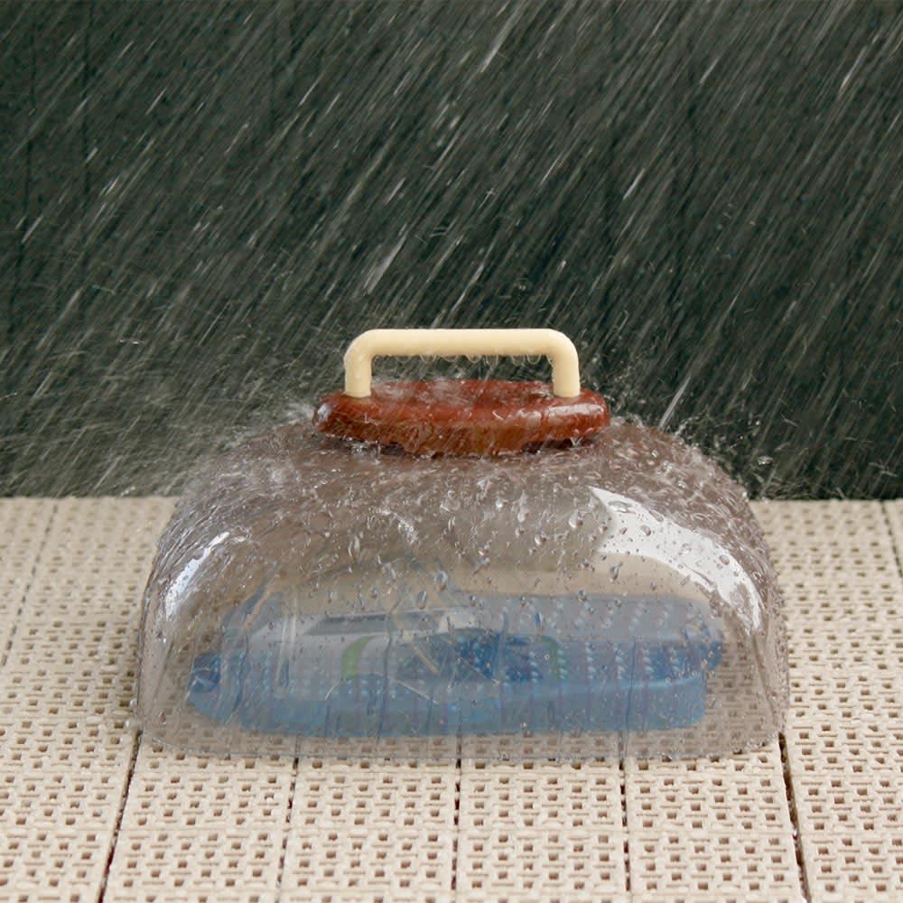 ベランダサンダルカバー カバーをかければ雨から守り、サンダルの劣化も軽減します。