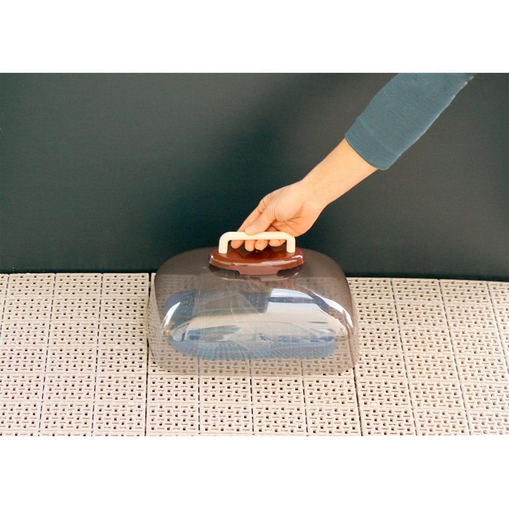 ベランダサンダルカバー 湿気にも配慮し、通気口を設けています。