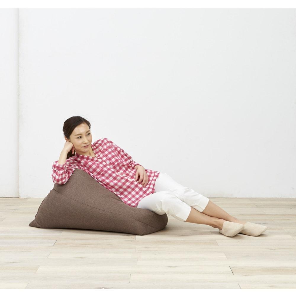 しっかり座れるコンパクトビーズクッション 様々な使い方ができます