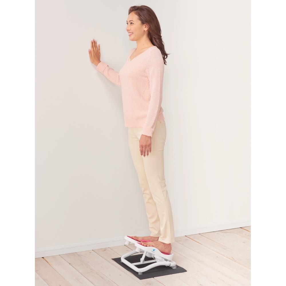 AEROLIFE/エアロライフ モーションナビ 下半身ストレッチ レバーで固定すればストレッチボードに。硬くなりやすい腰からふくらはぎの筋肉を気持ち良く伸ばします。