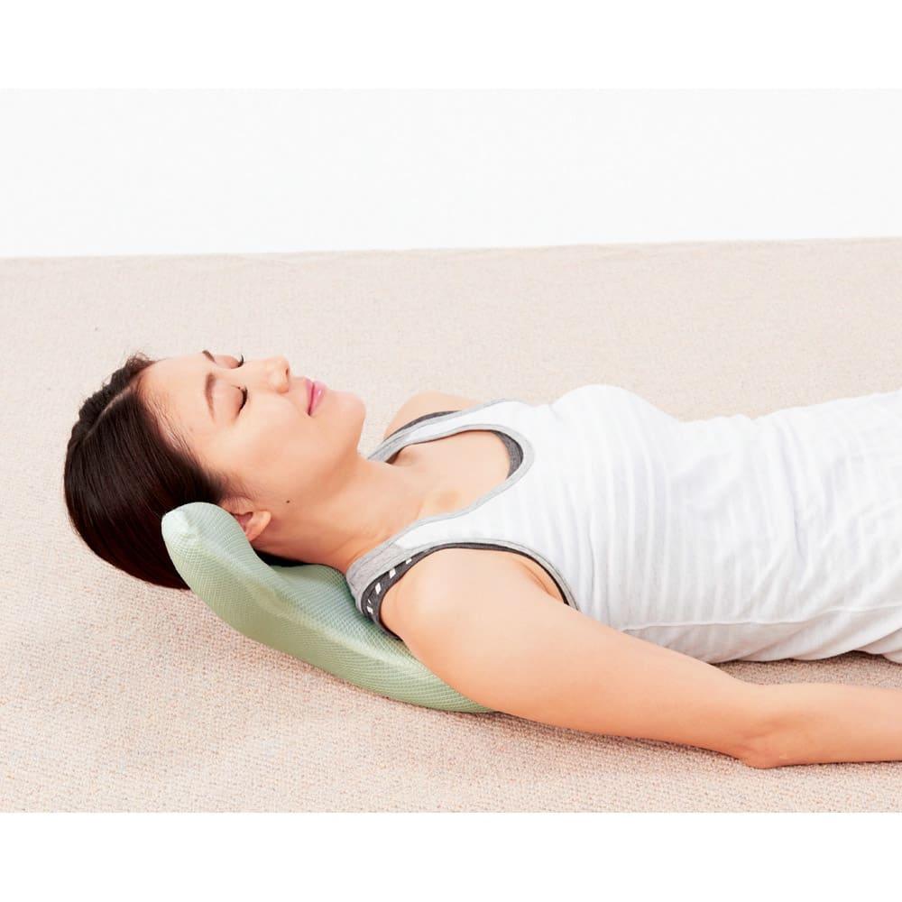 エアロライフ グッド・コア [首筋ストレッチ] 枕のように使って首の後ろをストレッチ。