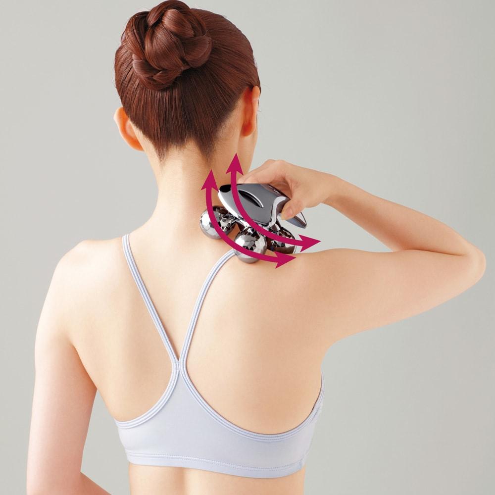 ReFa/リファ プラチナ電子ローラー(R) ReFa BODY (リファフォーボディ) ネックケア 方と首の付け根から頭に向かい、首筋に沿って上下にローリング