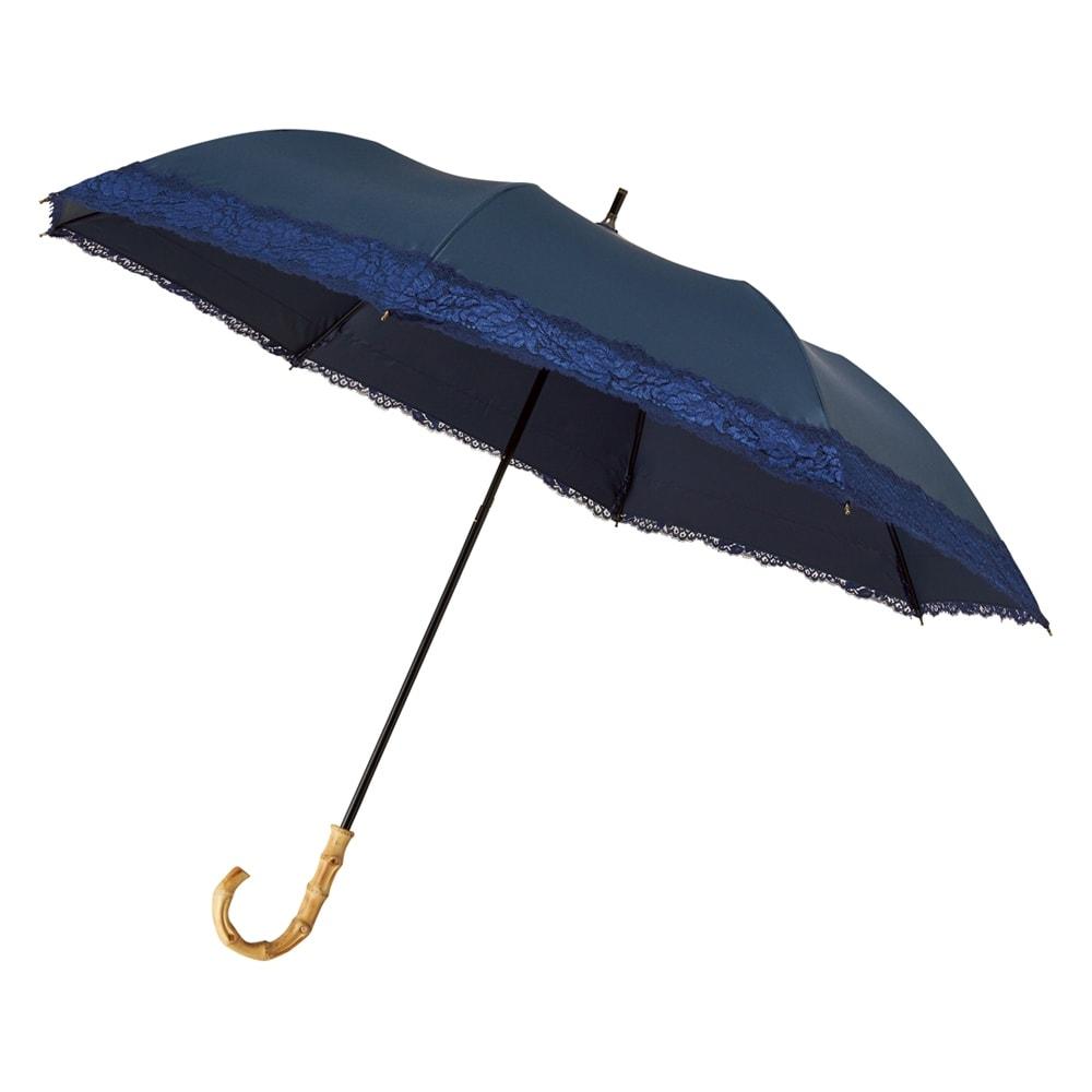 リバーレース 竹持ち手のショートワイド傘(晴雨兼用・遮光・遮熱) 石突が付いているので、傘立てに置いても汚れません。 持ち手は竹製なのでバッグから覗いてもおしゃれです。
