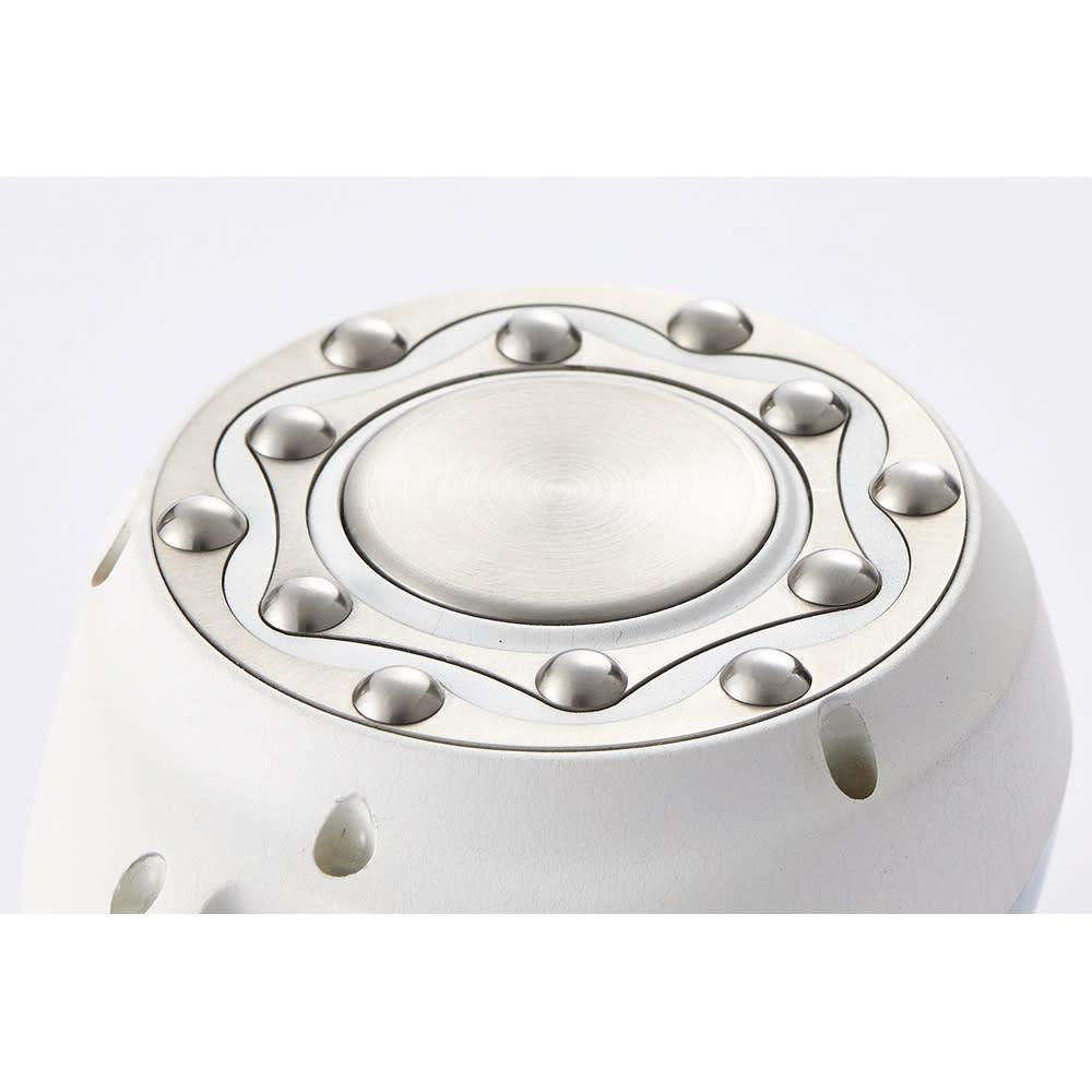 RFボーテ キャビスパRFコア キャビテーション出力が約120%※にパワーアップ ※メーカー従来品比 ヘッドの凸凹でもみ流し感アップ! ヘッド部分に追加された突起の凸凹で、もみ流し感をアップ。お肉やデコボコ肌をよりパワフルに刺激。