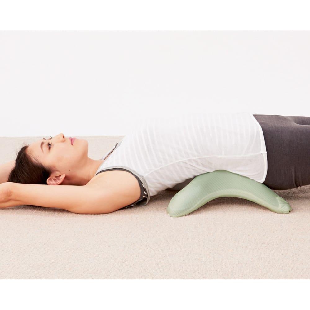 エアロライフ グッド・コア [背中ストレッチ] ひっくり返して背中の下に。縮こまった背筋を伸ばせば気持ちいい!