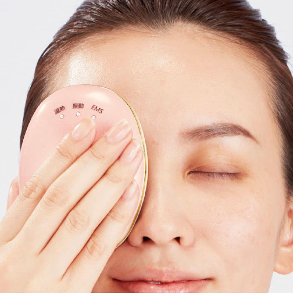 小林照子プロデュース ヴィドシー アール美顔器 目元までケアできるのも魅力 ※EMS使用中は目元ケアできません。