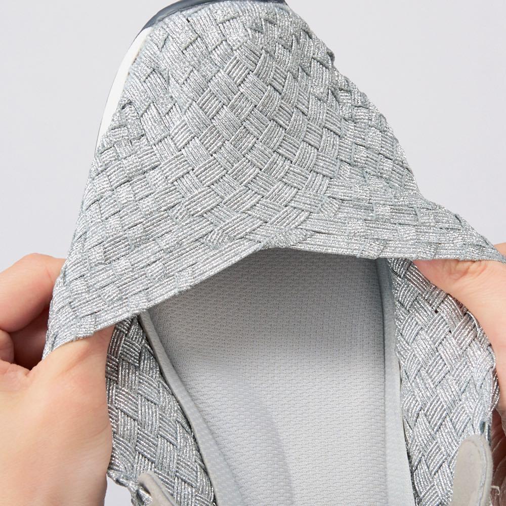 GOMUGOMU/ゴムゴム パンプススニーカー ゴムを編み込んだメッシュは履き口もしっかり伸びるので、着脱もらくらく。