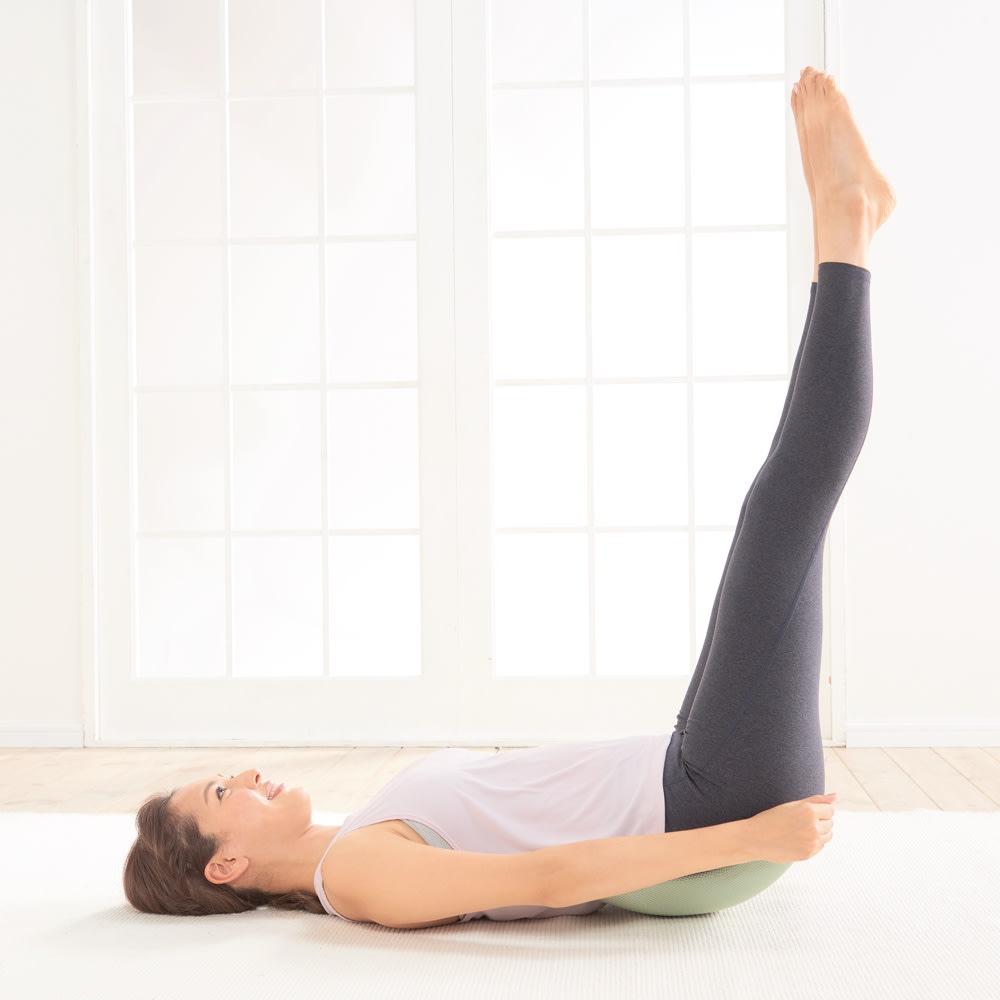 エアロライフ グッド・コア グッド・コアにお尻をのせて、ゆっくり脚を上げるだけ!ラクなのに継続的に腹筋を刺激できます。