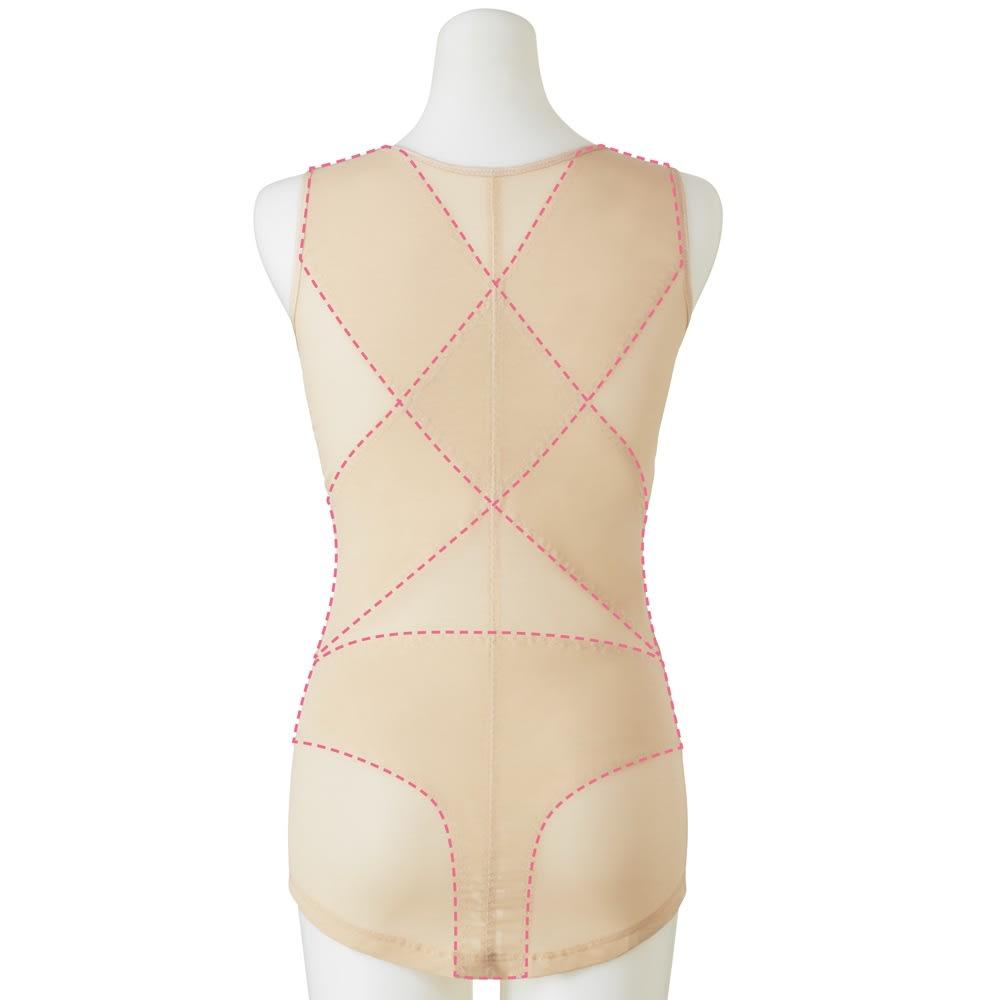姿勢インストラクター エレガントシェイプコア (イ)ベージュ Back クロス状に張ったパワーネットが肩甲骨を引き寄せ、背中を伸ばし、美姿勢に。 仙骨にぴったりとフィットするようヒップ部分のパワーネットはT字に。