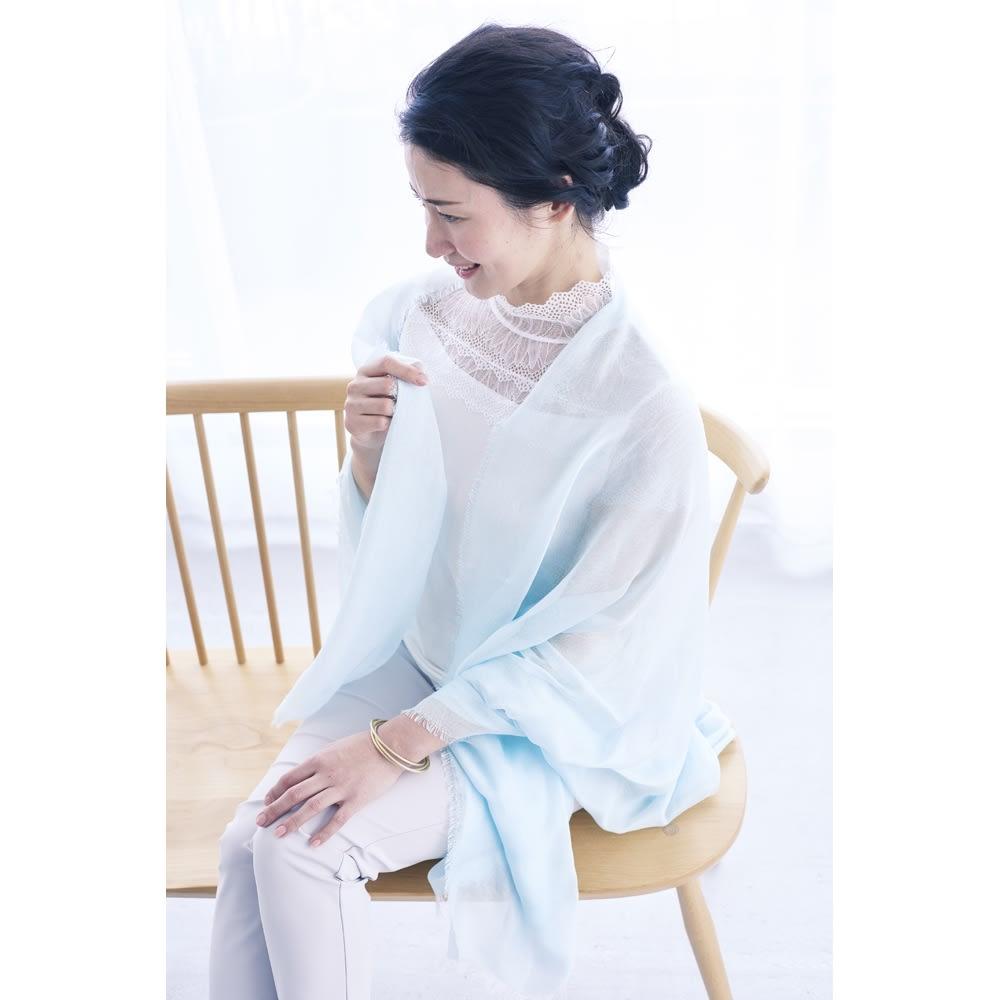 笹田織物 UVシルクエアリーストール(日本製) (ウ)スカイブルー…コーディネート例