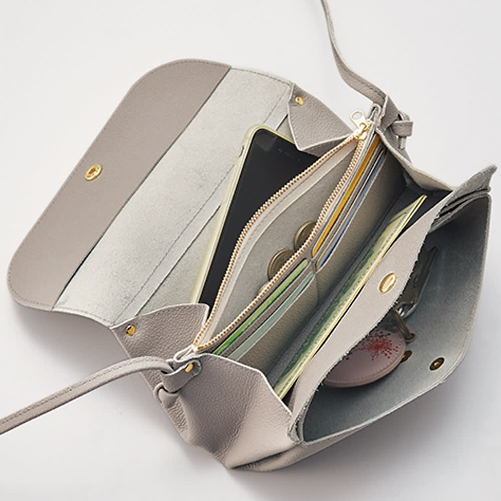 AQUALEATHER(R)/アクアレザー お財布ポシェット 中はカード入れや、ファスナーの仕切りがあり、高い収納力。