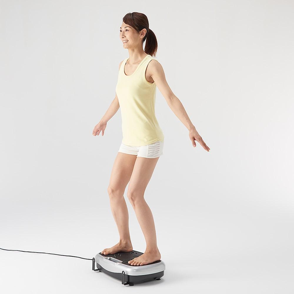 ライフフィットトレーナー 2WAY 膝を曲げて中腰姿勢。腹筋と太腿の内側のエクササイズに。