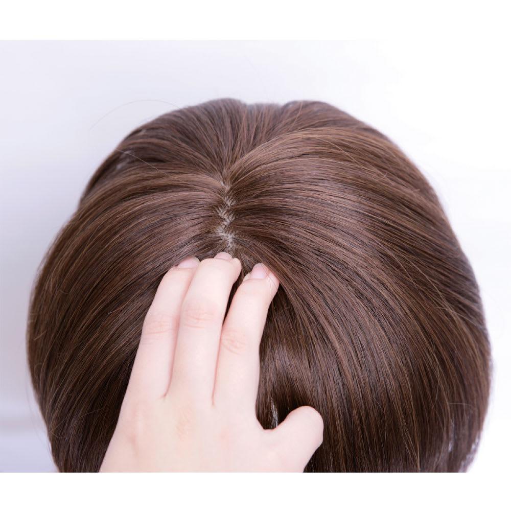 坂巻哲也ヘアコサージュ ナチュラルグレイスボブ 肌色を再現した人口地肌を頭頂部に入れ、生え際は直接ではなく交互に植え込むことで自然な仕上りに。