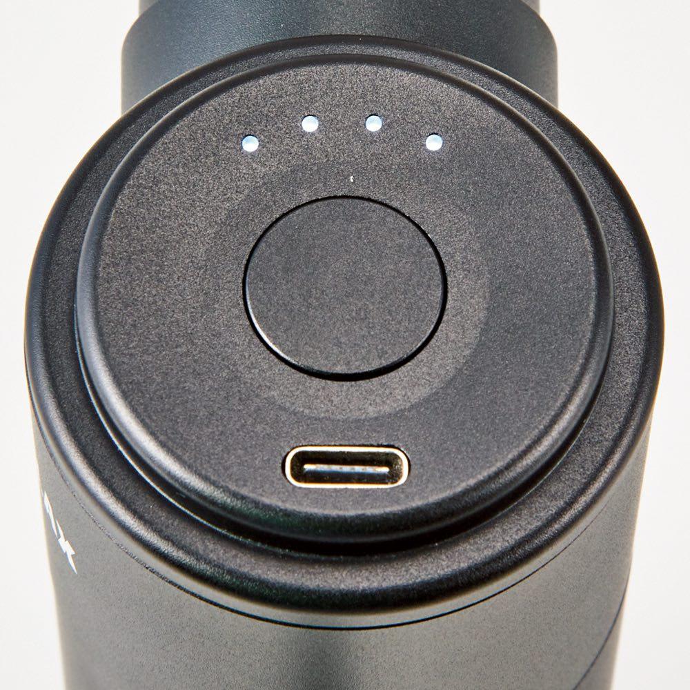 NIPLUX ニップラックス ファシアラックス ミニ ボタンひとつで簡単操作。長押しで電源ON・OFF、軽く押して振動レベルの切り替えが可能。