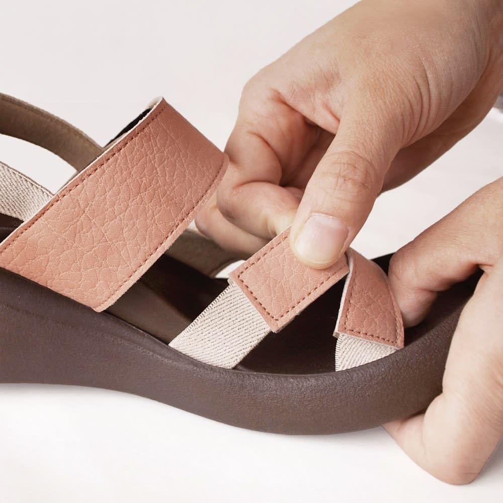 Re:getA/リゲッタ ウェッジクロスサンダル クロスベルトの内側にはゴムを使用し、脱ぎ履きしやすく足にフィット。