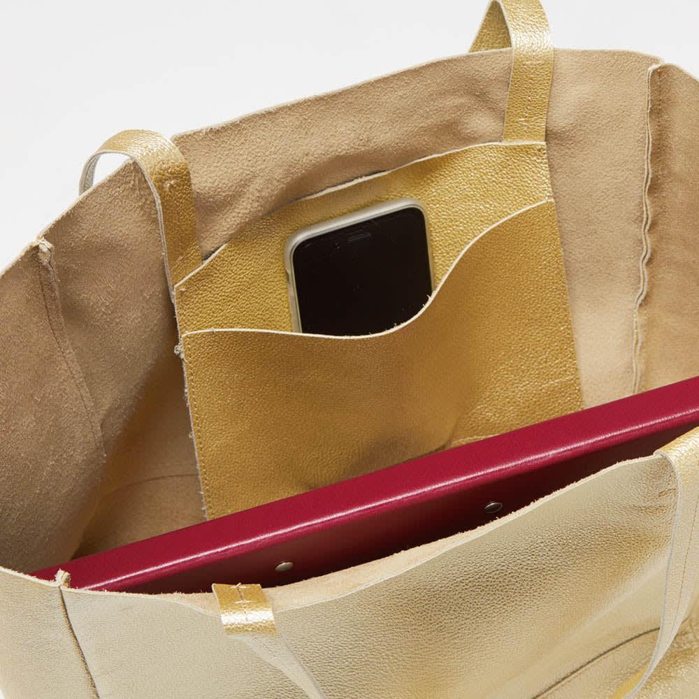 AQUALEATHER(R)/アクアレザー 洗えるbag スマホなどが入る便利なポケット付き。