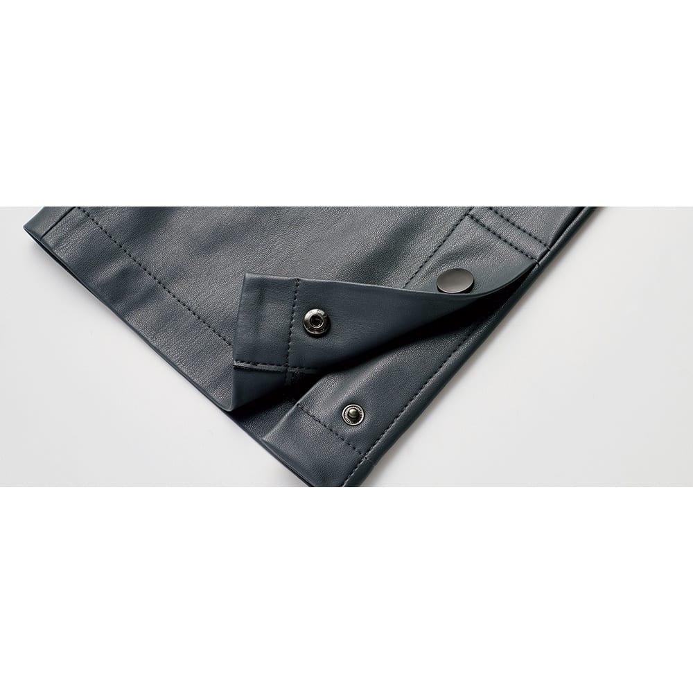 フェイクレザー ベルボトムパンツ 裾部分