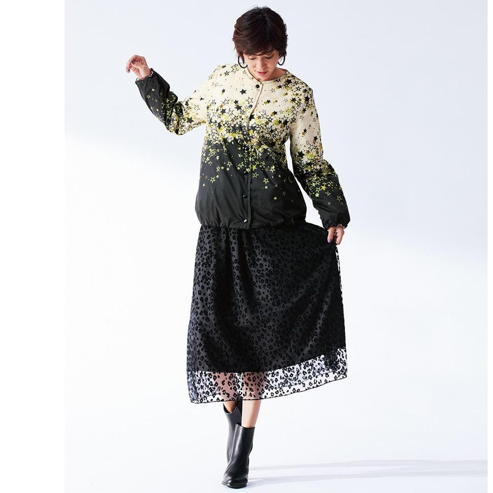 レオパード フロッキープリント スカート コーディネート例 /難易度の高い柄オン柄を黒ベースで軽やかにクリア