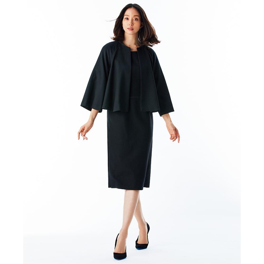 ケープ風 ショート丈 ジャケット コーディネート例 /ワンピースとジャケットはあえてやや色差のあるブラックを合わせることで、ワントーンコーディネートに奥行きが生まれます。