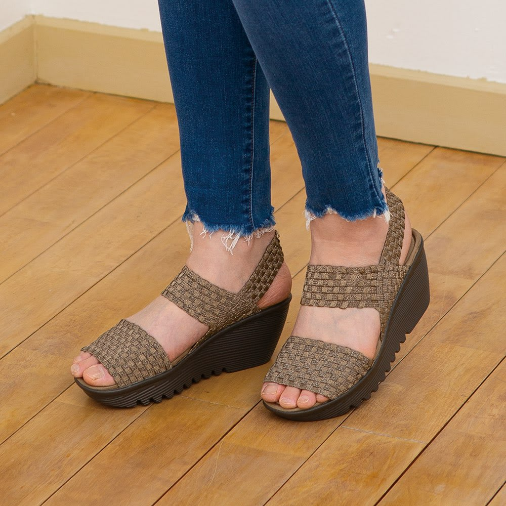 GOMU GOMU/ゴムゴム 厚底ストラップサンダル (オ)ブロンズ ゴムメッシュが締めつけることなく固定して歩きやすく。