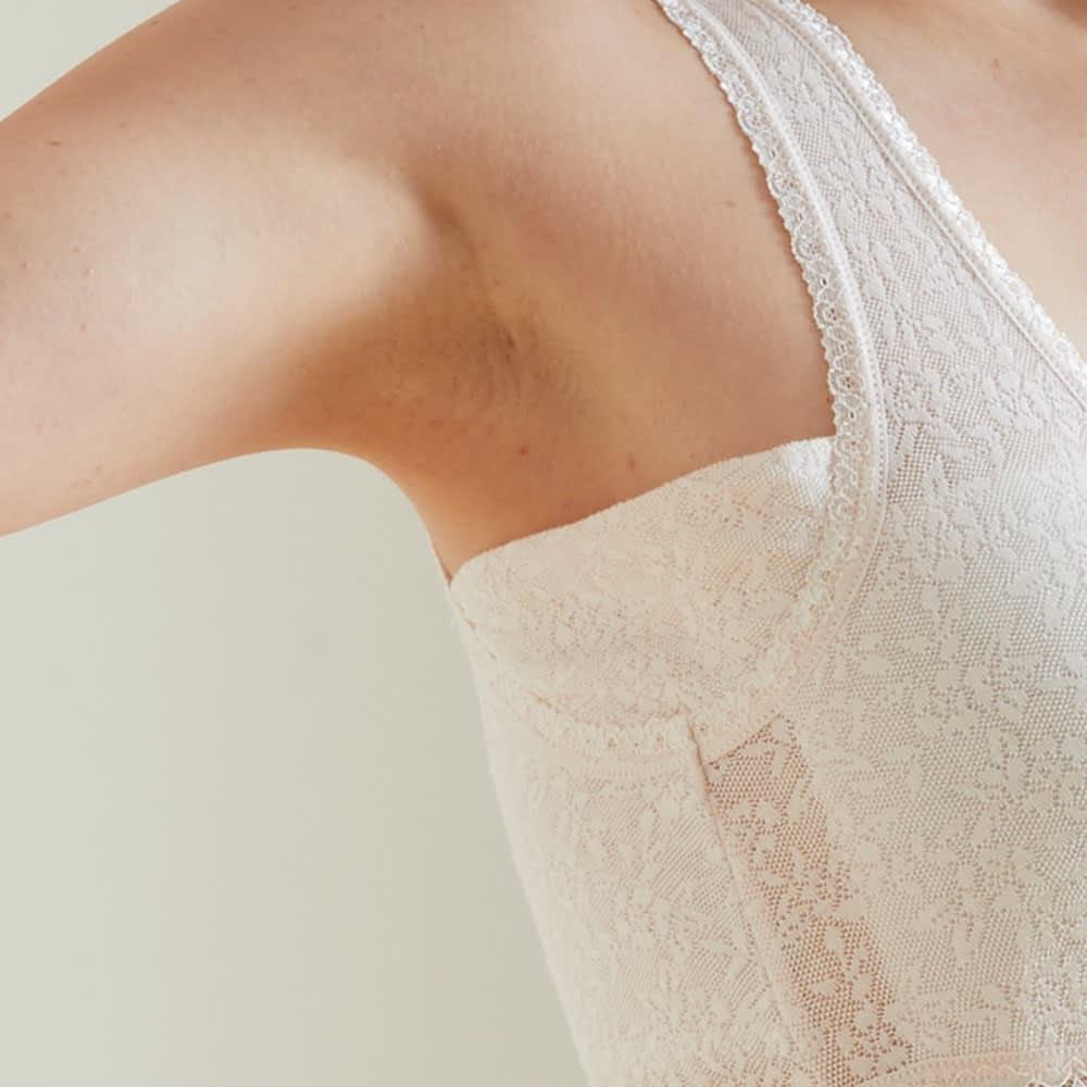 綿メッシュカップ付きキャミソール 2色組 脇に汗取りパッド付きで、汗ばむ季節もサラサラ。