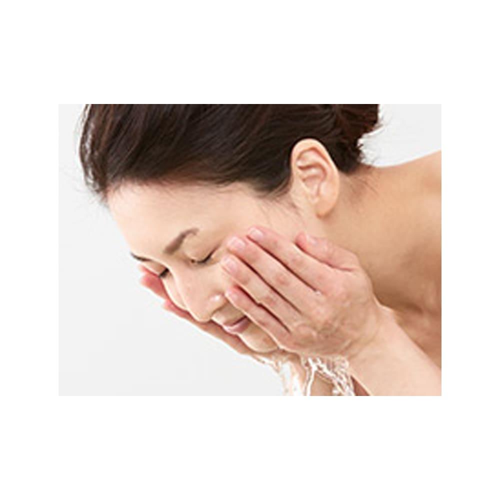 imini/イミニ リペアリキッドクレンズ 145ml 水またはぬるま湯でやさしくすすいでください。メイク落としと洗顔の役割を果たしますので、W洗顔は不要です。