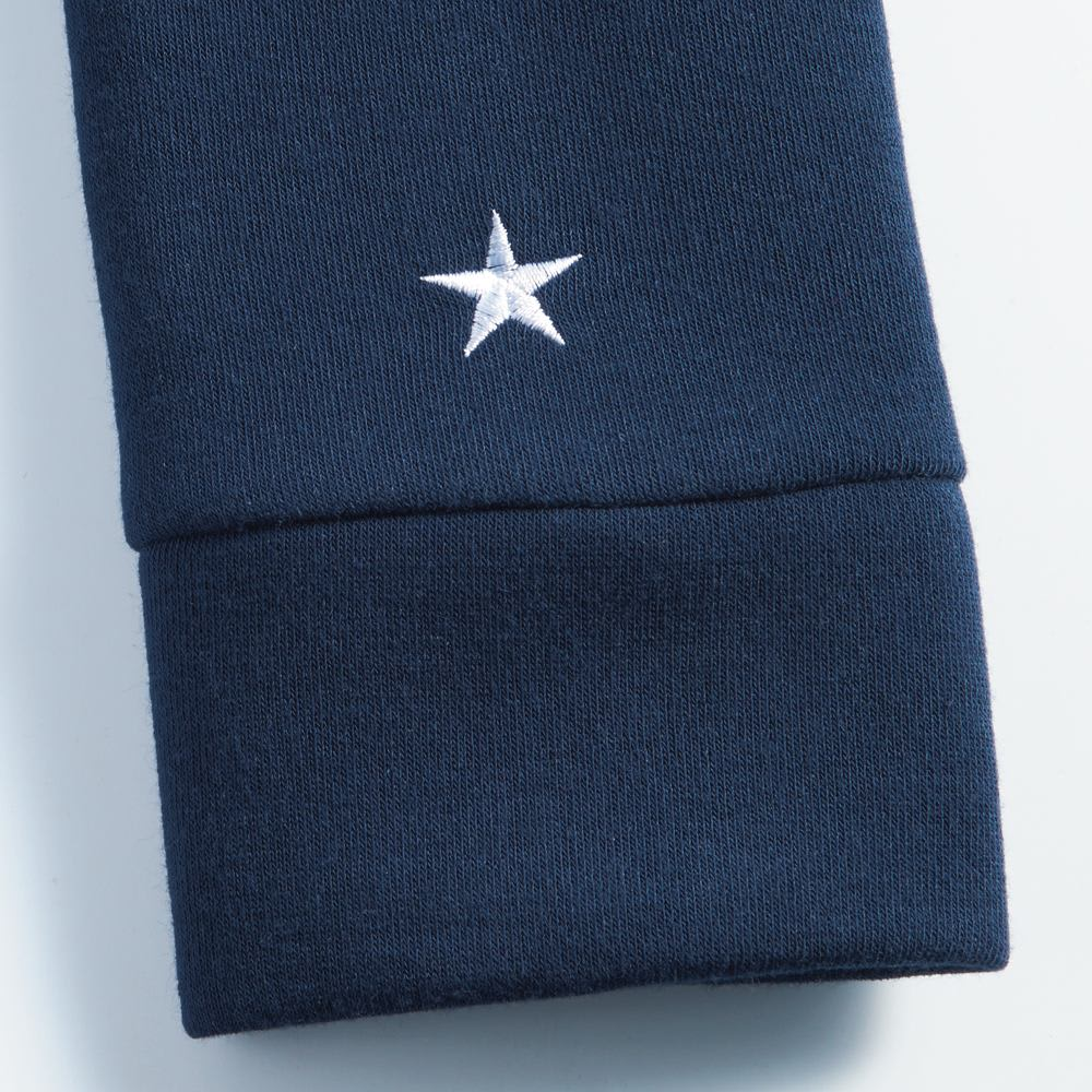 CONVERSE/コンバース 裏シャギーリラックスワンピース 袖部分には星の刺繍入り。