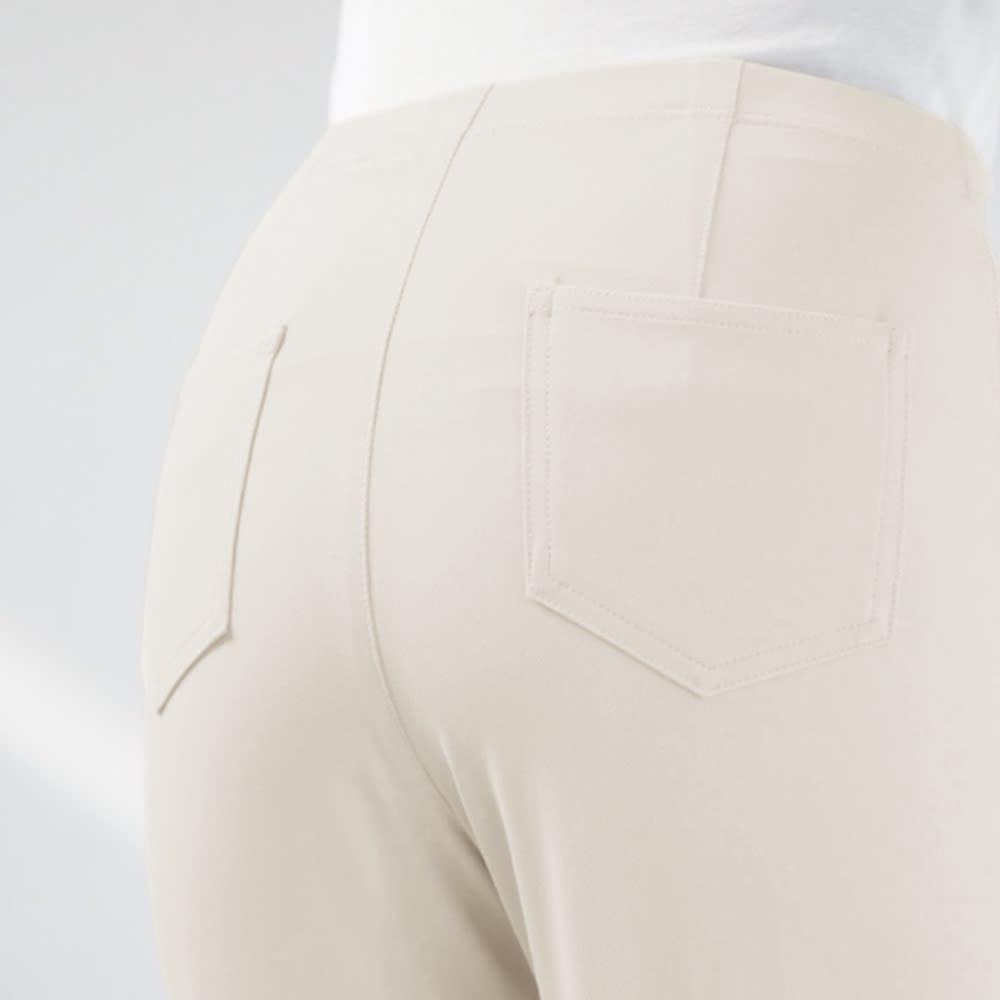 多機能素材 美脚ベーシックレギンスパンツ ヒップ位置を高く見せる後ろ両サイドポケット付き。