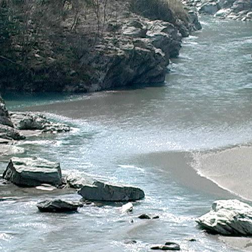 水の天使 スキントリートメントゲル 150g 【お得な3個セット】 名水の産地は、美人の産地。四国一の清流穴吹川の天然水を精製して使用しました。