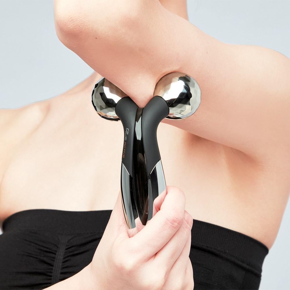ReFa/リファ プラチナ電子ローラー(R) リファアクティブフィット 肌にも筋肉にも一度にアプローチ。狙い通りのローリングで肌を整える。