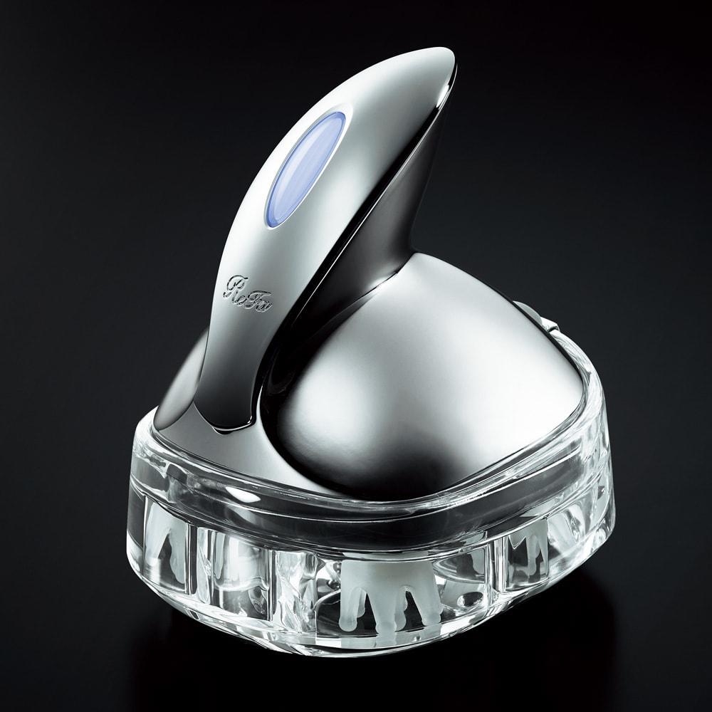 ReFa/リファ リファグレイス ヘッドスパ 手にすっぽり収まる持ちやすいラウンドハンドル。アクリル製の充電器は、チャージ後のスタンドとして使用可能。