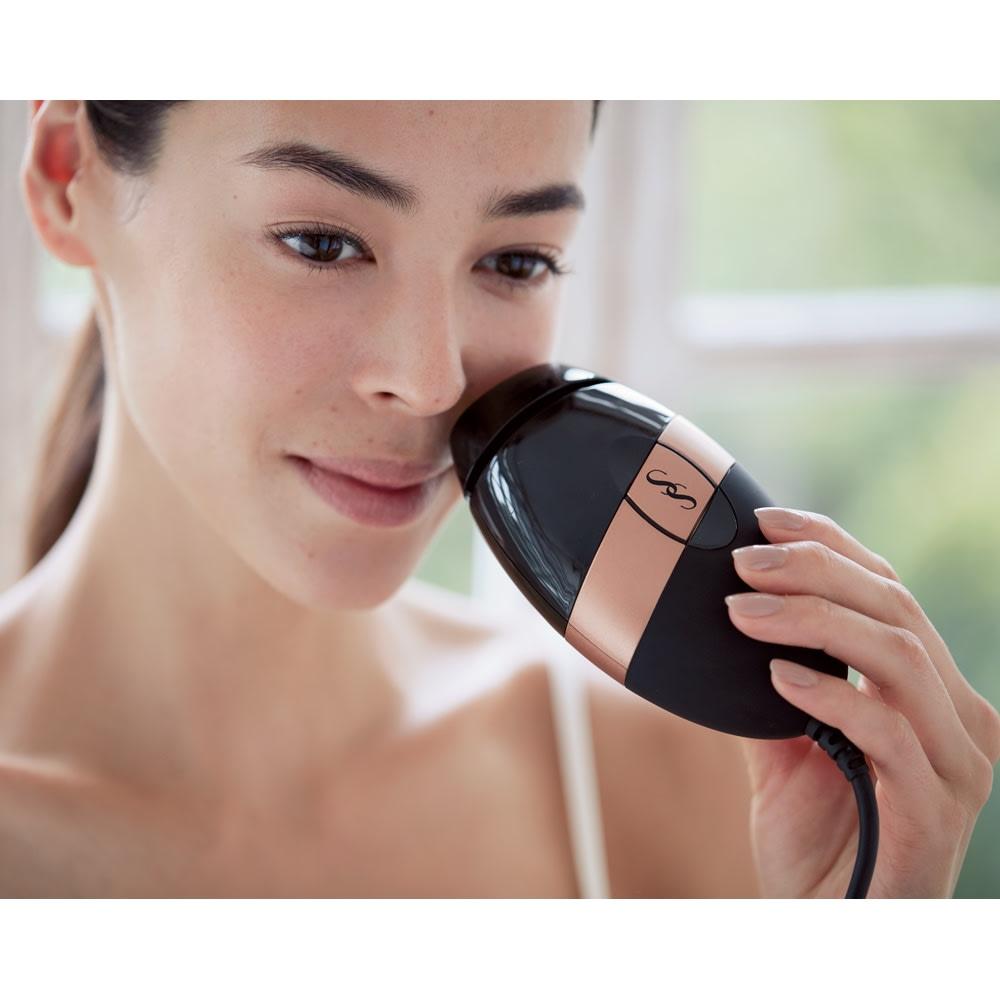 スムーズスキン ベアプラス (イ)ブラック 小回りの利くコンパクトサイズ。顔のうぶ毛が気になったときにも簡単ケアできます。