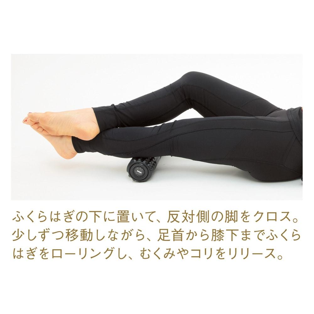 DOCTOR AIR/ドクターエア 3Dマッサージロール 1 ふくらはぎ&足首仕上げ ふくらはぎの下に置いて、反対側の脚をクロス。少しずつ移動しながら、足首から膝下までふくらはぎをローリングし、むくみやコリをリリース。