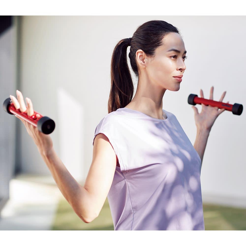 フィンガーゴリラ(2本組) ダンベルの重さは600g。無理のない負荷量で安心。指を広げて持つことで腕もリラックス。