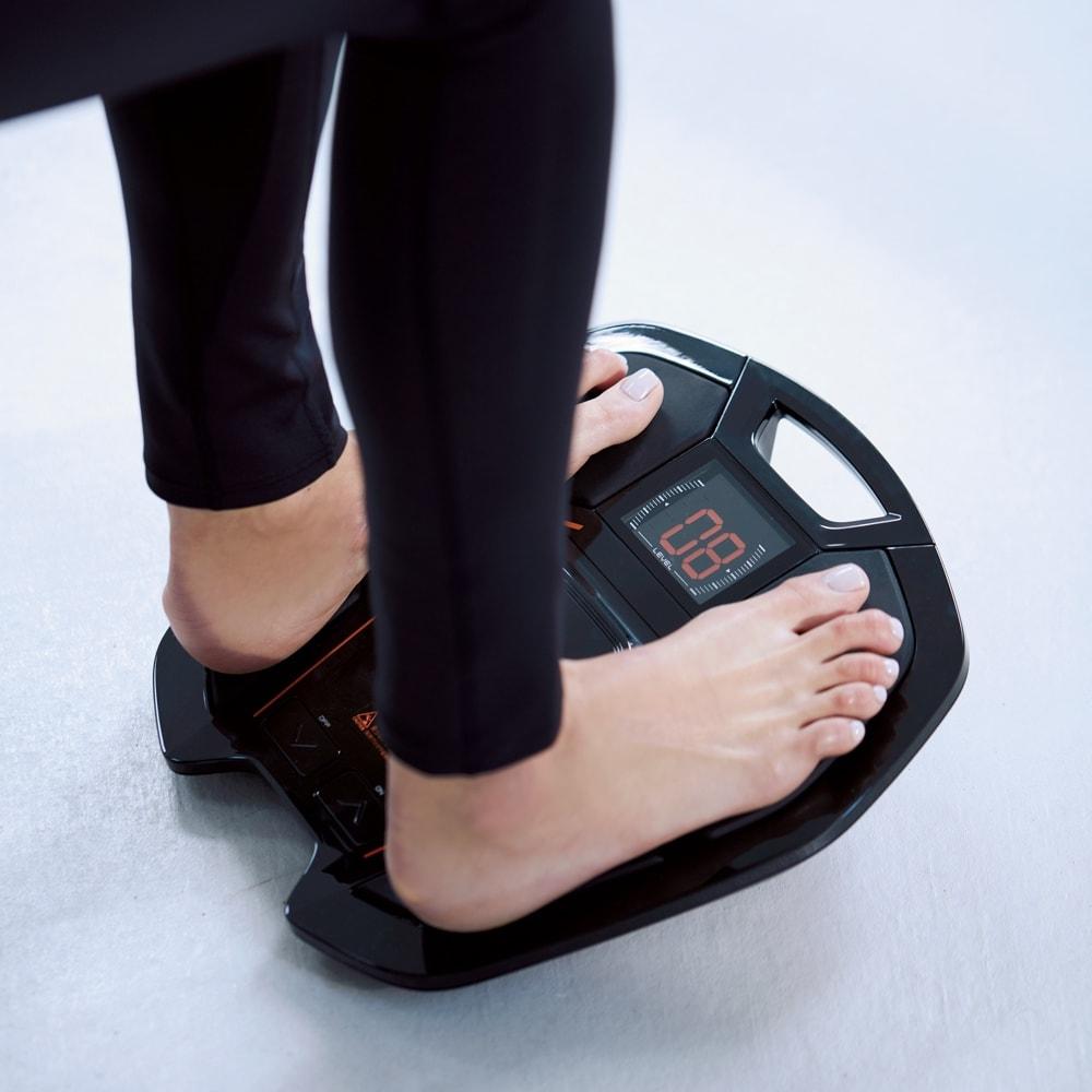 【送料無料】SIXPAD/シックスパッド Foot Fit(フットフィット)  特別セット 日々の生活の中で欠かさず続けられることも筋肉トレーニングのポイント。『Foot Fit』は、座って使用可能。ジェルシートや装着の手間など一切ナシだから、トレーニング嫌いな人でも続けられます。